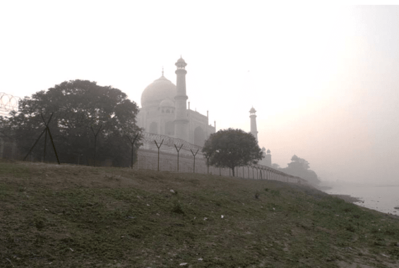 The sloping landscape on the riverside of Taj Mahal