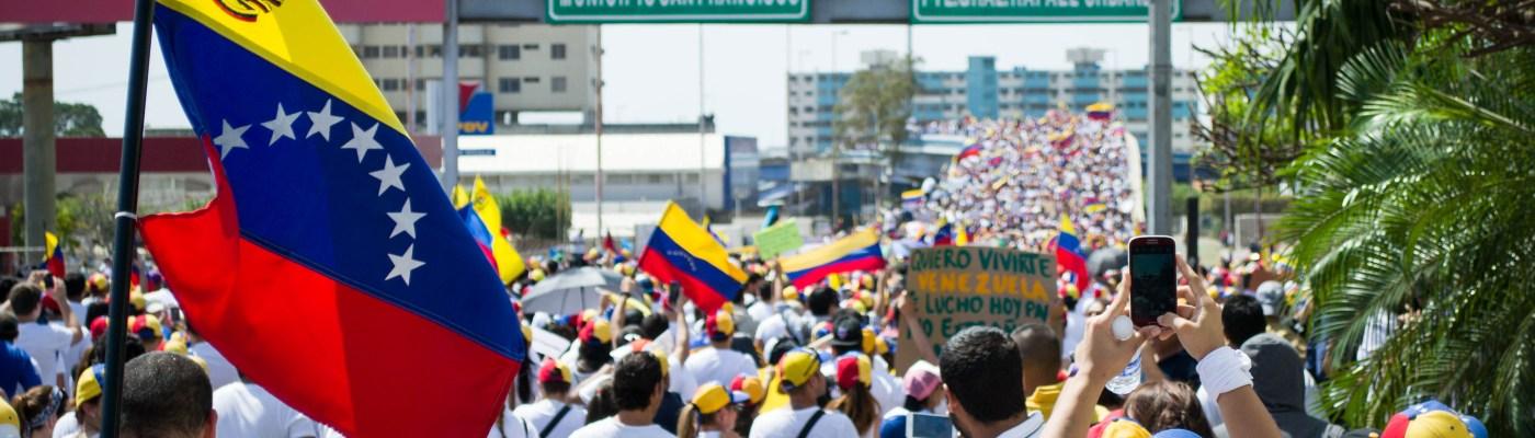 UE impõe embargo de armas contra Venezuela e estabelece bases para sanções