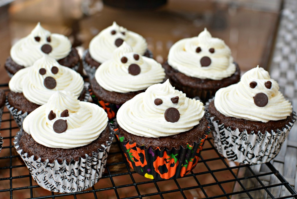 Ghost Cupcakes w/ Marshmallow Buttercream Frosting