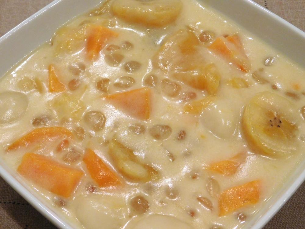 Glutinous Rice Balls in Coconut Milk with Tapioca Pearls (Ginataang Bilo-Bilo)