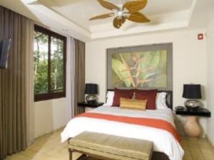128_Room_at_Arenas_del_Mar_340x255