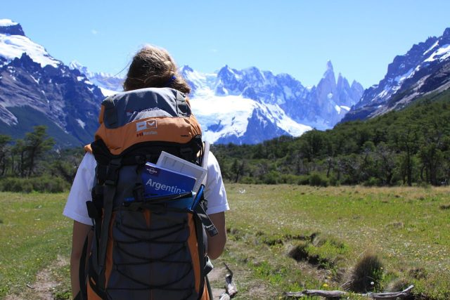 Backpackers often travel in a free and enriching way.