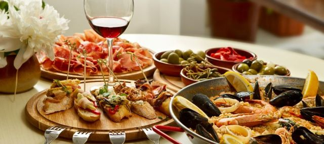 Italian food is famous worldwide.