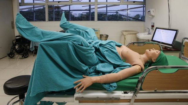 """Irene"" is an android with which medical students perform a childbirth's simulation"