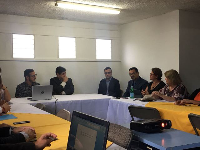 Meeting between Carlos Alvarado and Tourism representatives.