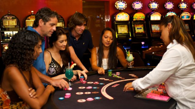 Costa Rica has more than 30 casinos where foreign tourists can play and bet for fun.