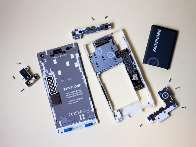 The modular parts of a Fairphone make its repairing much simpler.