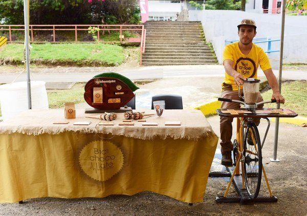 Andrés Ubalde is a young Costa Rican entrepreneur who makes artisanal chocolate products by using bike-machines.