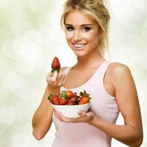 Fresh fruits are important source of vitamines and antioxidants for women in menstruation.
