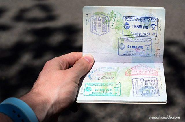 Checking a Costa Rican passport