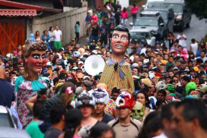 Parade with the giants of Chamony, Barva