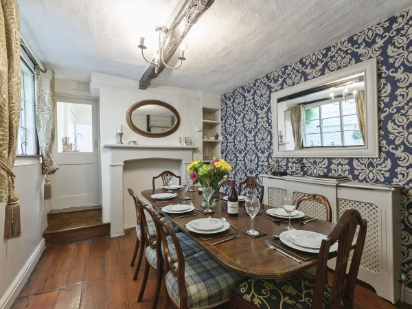 Self Catering Crescent Cottage Dining Room
