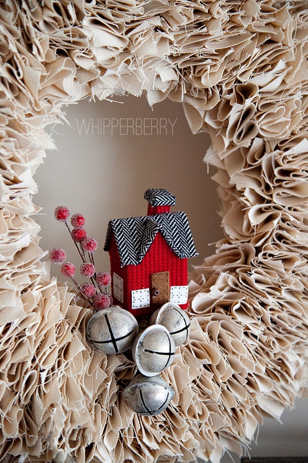 Decorate-your-winter-white-wreath-with-little-items_thumb