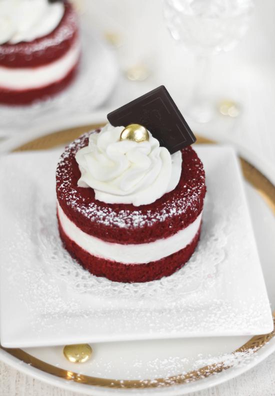 SprinkleBakes Red Velvet Mini Cakes 2