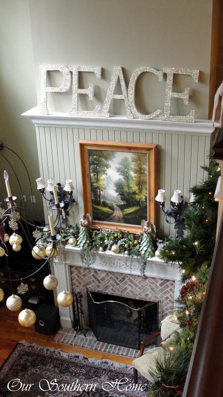 1-christmas_family_room-043