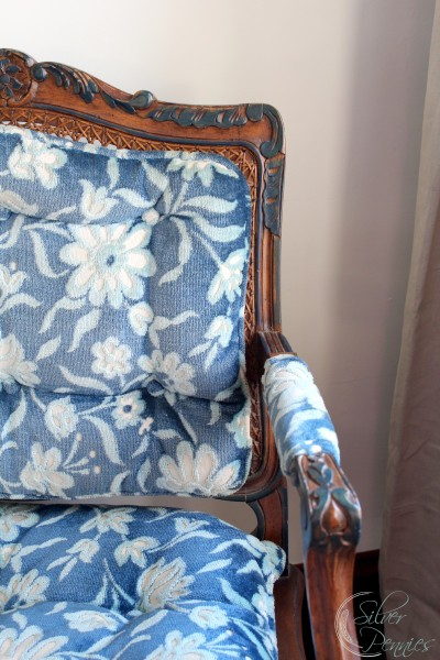 blue_white_fabric-400x600