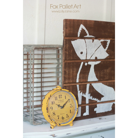 Lolly Jane made this foxy pallet wall art that's small and adorable, a perfect bedroom decoration