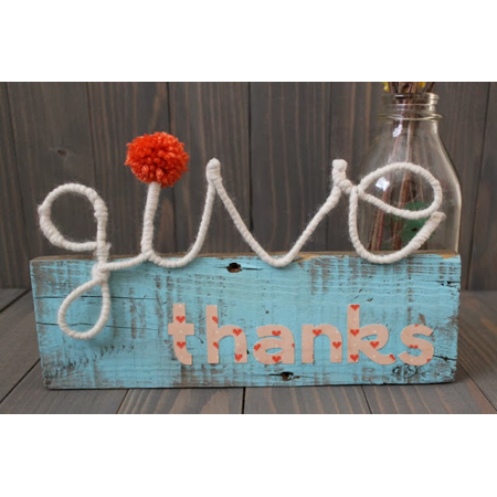 Sew Chatty made this thanksgiving pallet wall art project with some paint and yarn letters