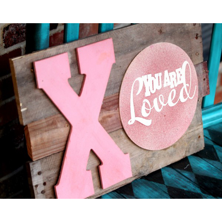 Roubinek Reality made this valentines day pallet art for an inspirational decoration