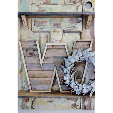 Thistlewood Farms created a tutorial on how to make a pallet wood letter that looks great in a rustic design