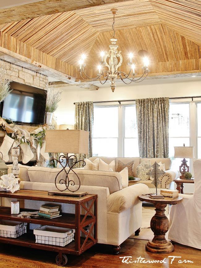 Christmas-decorating-living-room