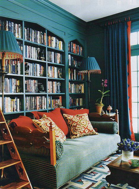 Who wouldn't want to have this stunning built in wall bookcase in their study?