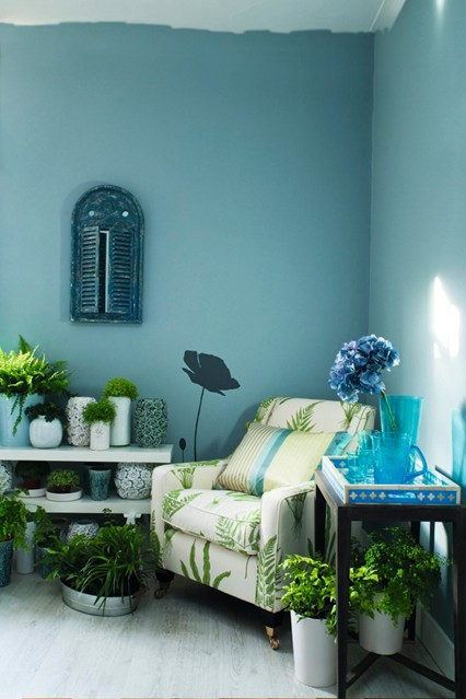 The fresh greenery perfectly complements the aqua touches in this room