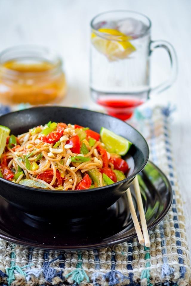 chili-lime-peanut-saute-noodle-bowl-chefdehom-2