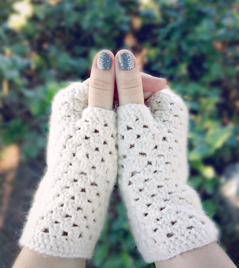 white_fingerless_crochet_gloves_6v3
