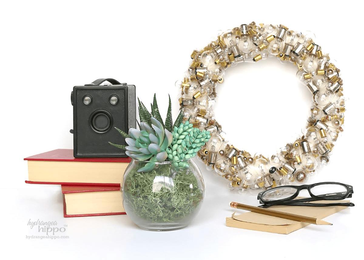 Light-Bulb-Wreath-hydrangeahippo