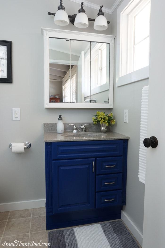 Master-Bathroom-Makeover-Room-Right-www.smallhomesoul.com_