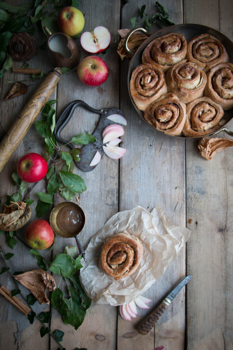 vegan-apple-cinnamon-buns-1-5-768x1152