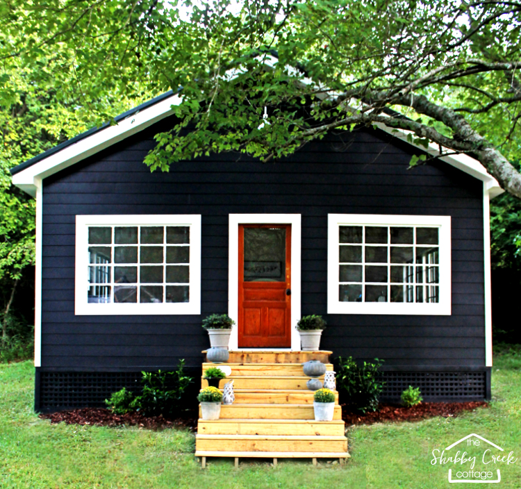 The Shabby Creek Cottage has a studio - here's the colorful outside!