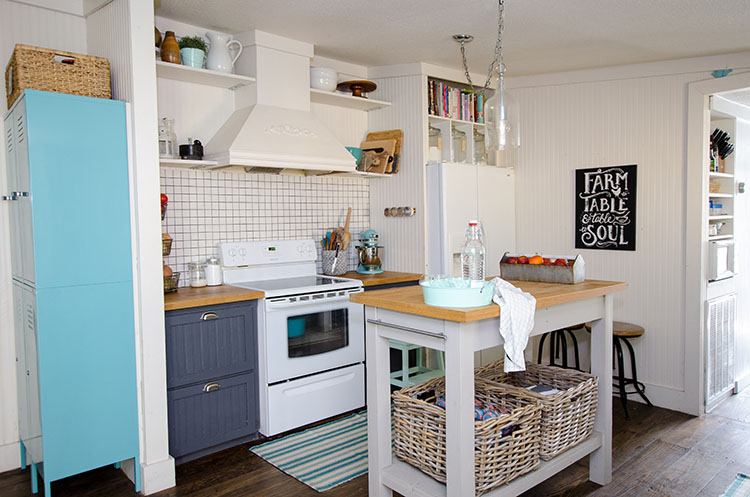 This quaint kitchen as all the best farmhouse elements