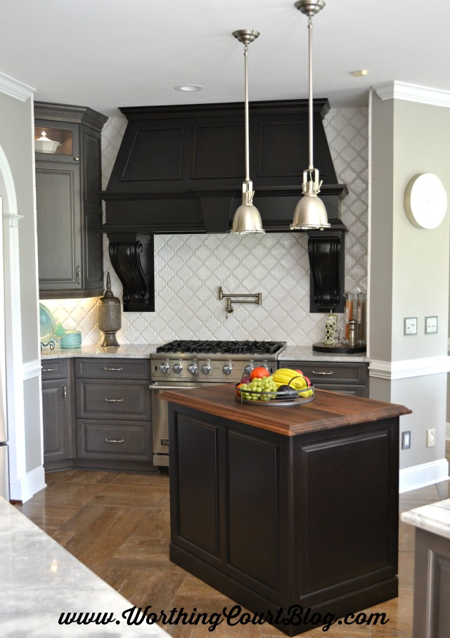 love the modern touch on this farmhouse style kitchen with a black, gray, and white color scheme