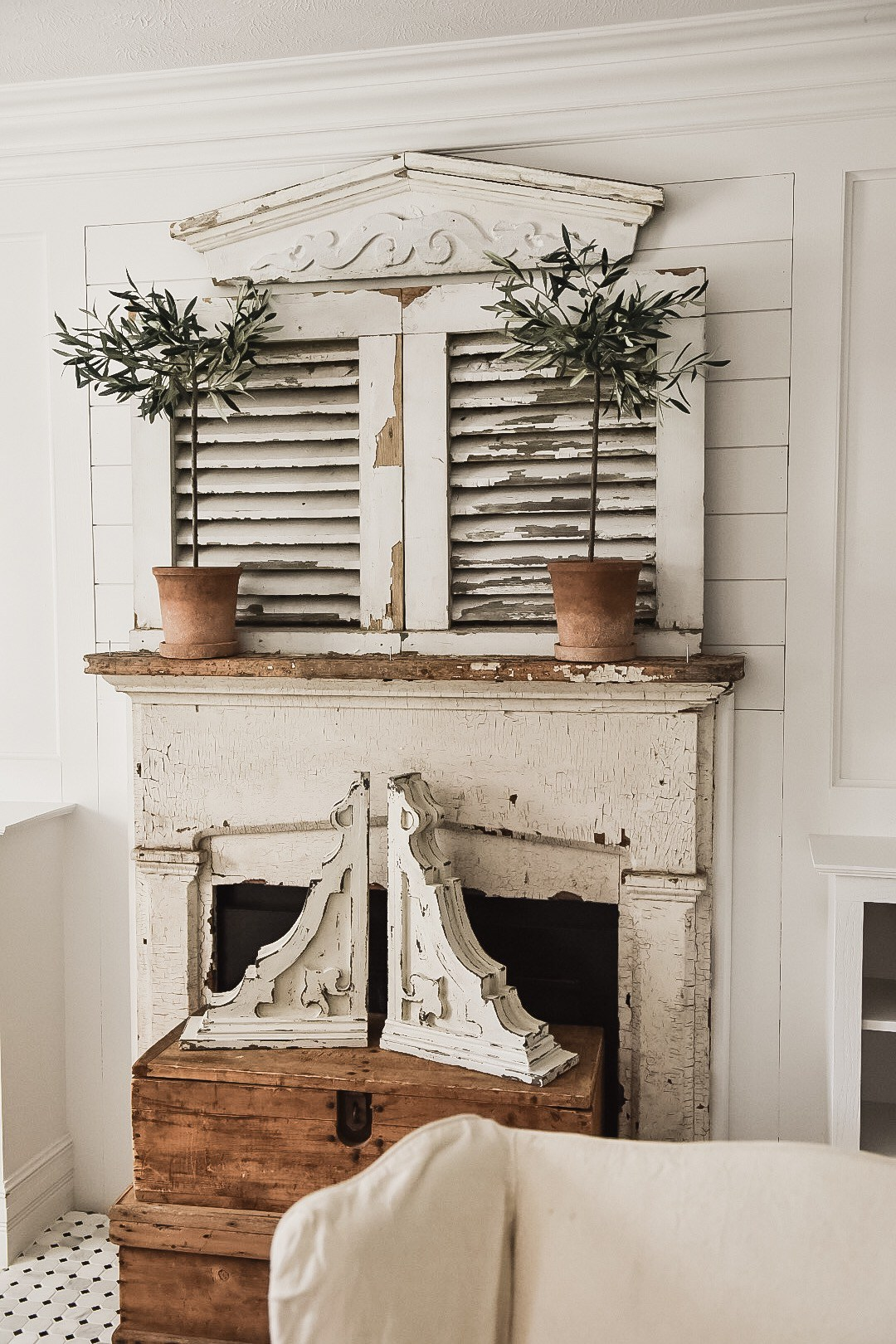 This whole rustic mantle is a farmhouse cottage dream - the weathered paint is stunning!