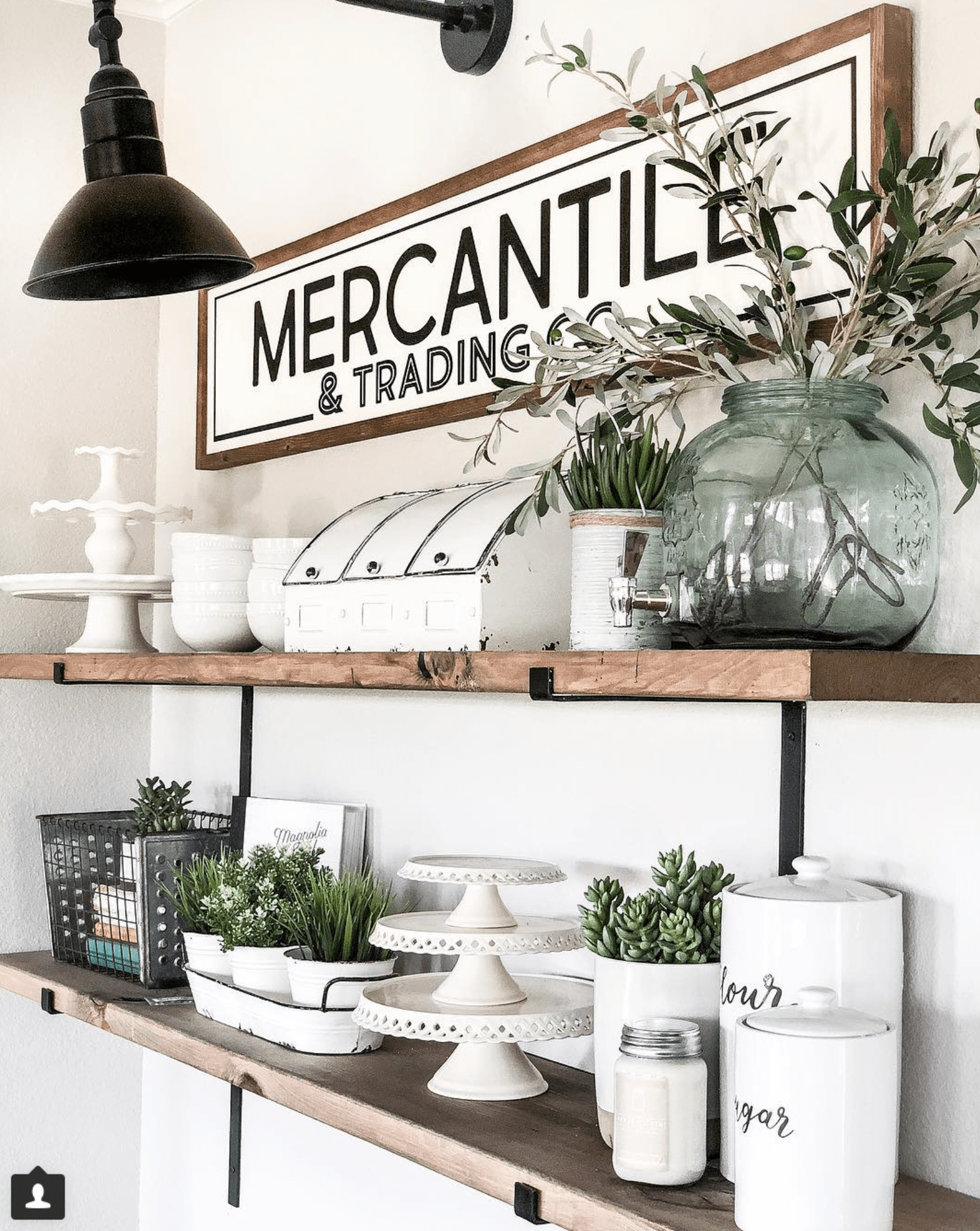 All of the farmhouse style elements on this wall are worth swooning over