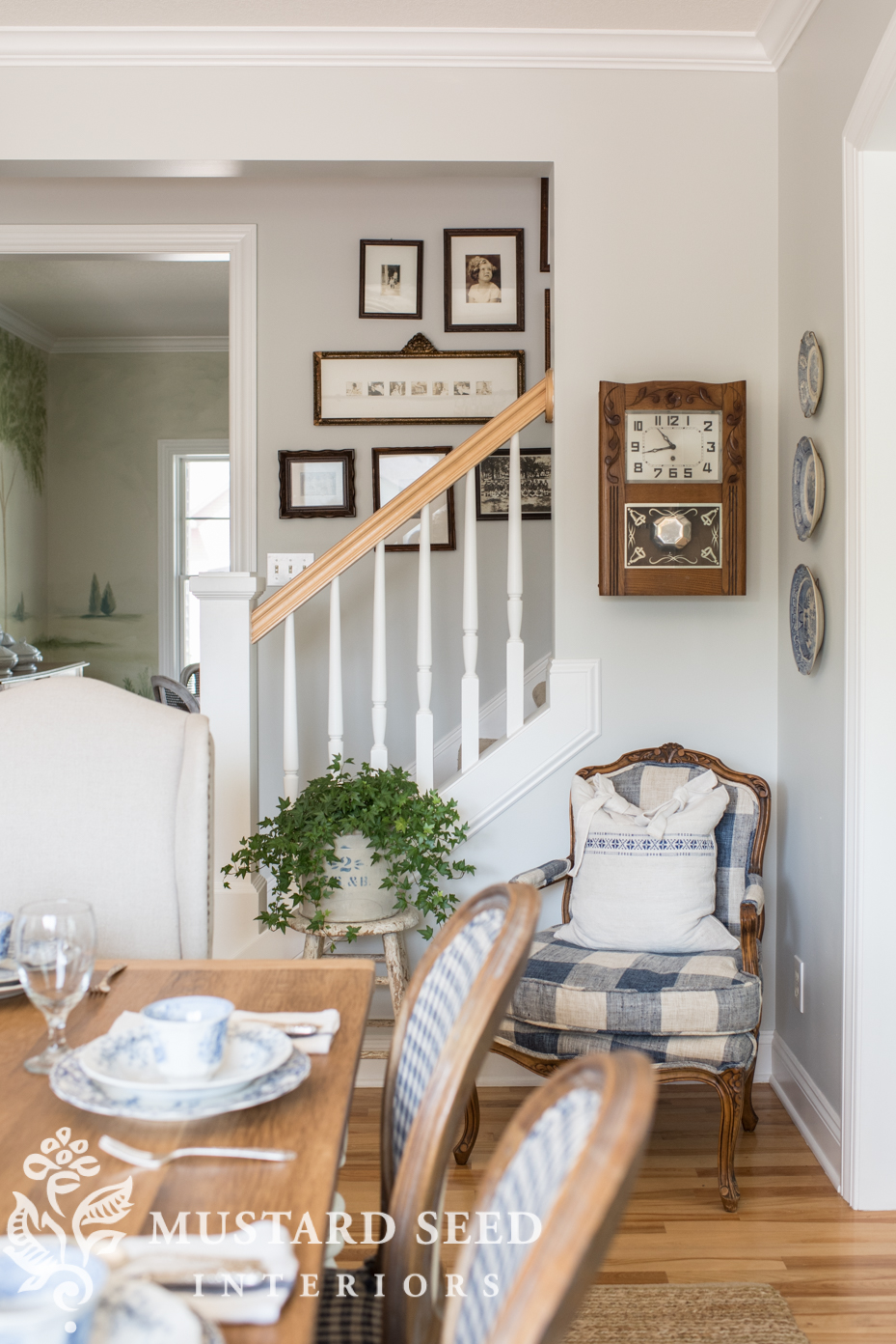 Simple farmhouse style elements can bring a room together with a unique, gorgeous style