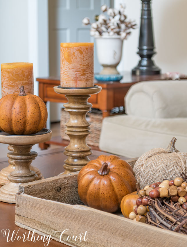 This fabulous fall table decor is a simple farmhouse touch in this living room