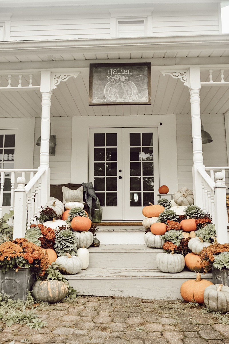 Come on in and see What's New and Fabuous in Farmhouse Home Decor & DIYS! From Fall Home Tour... to Fall decorating to Farmhouse DIYS you will love it all!