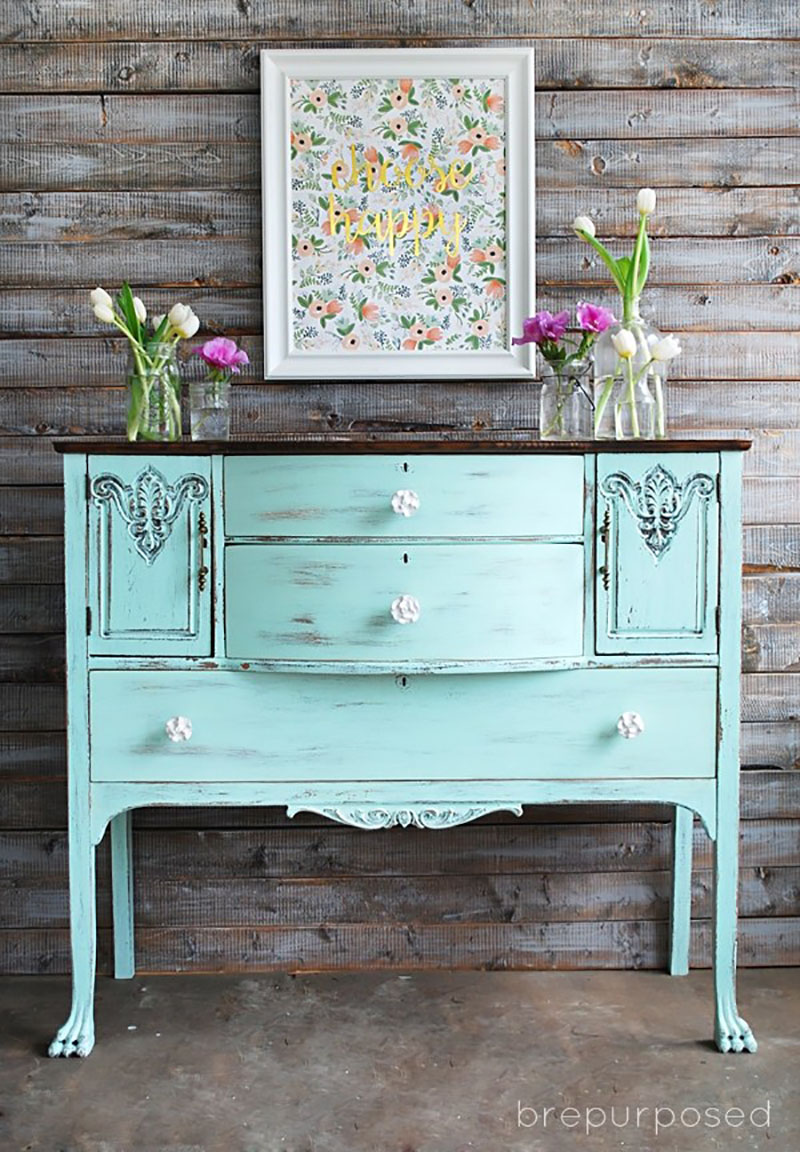 Today we have a gorgeous selection of Charming Thrifty Farmhouse Furniture Makeovers that I know you are going to love! Come and be inspired!