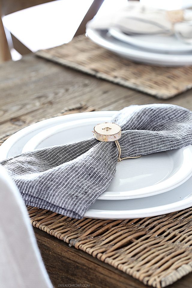 Looking for the perfect DIY Napiking Ring for the Holidays... then check out our Festive Fall Farmhouse DIY Napking Rings Collection!  ENJOY!