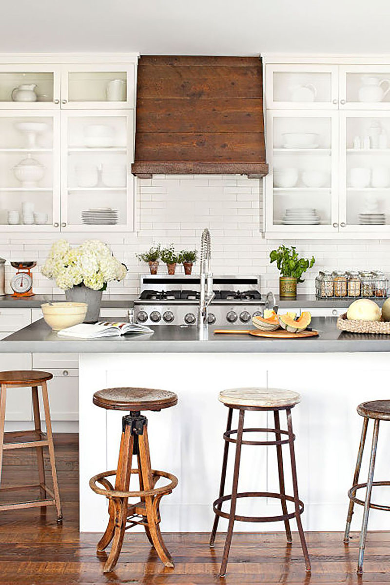 Fun Ideas To Accesorize Your Kitchen With Farmhouse Style.  Quick... easy and budget friendly ideas to add charm and Farmhouse Style to your Kitchen.