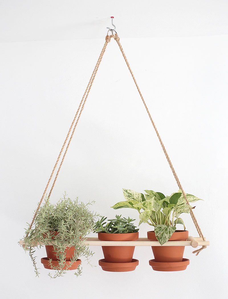 Get The Modern Fresh Farmhouse Look with These DIYS! Come and explore then make some Modern Farmhouse DIYS what will shine in your home.