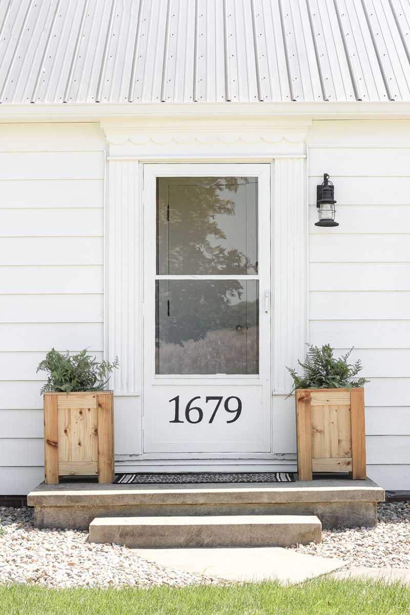 Fabulous and Fresh Farmhouse DIYS And Ideas are waiting to inspire you to create. The newest happenings in the Farmhouse World all in one place to enjoy!