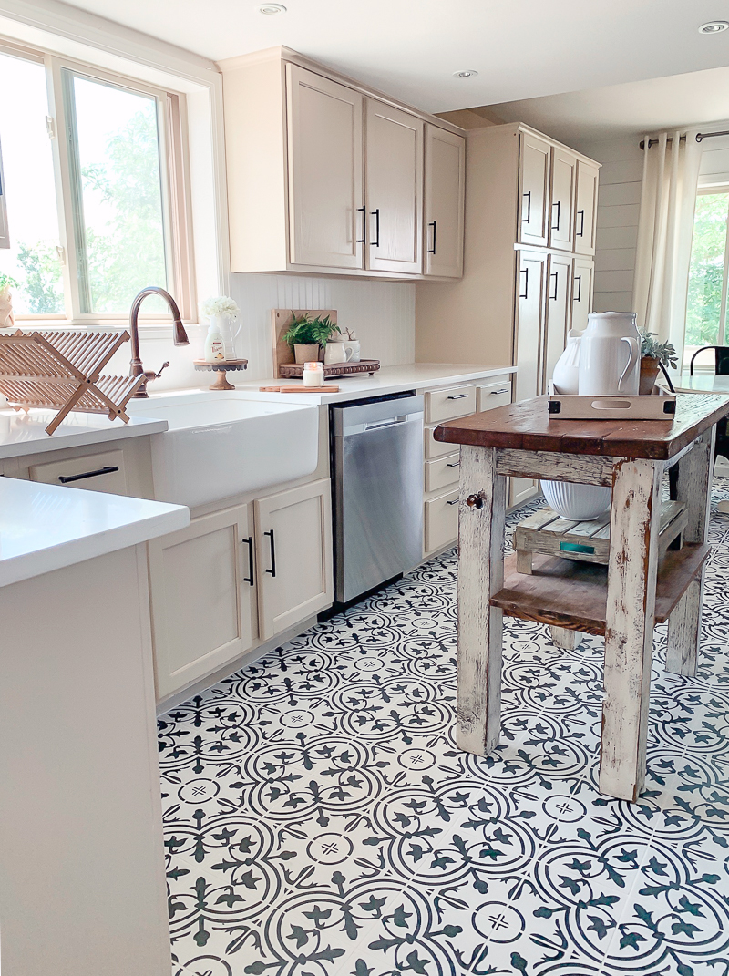 Fabulous and Fresh Farmhouse DIYS And Ideas are waiting to inspire you to create.The newest happenings in the Farmhouse World all in one place to enjoy!