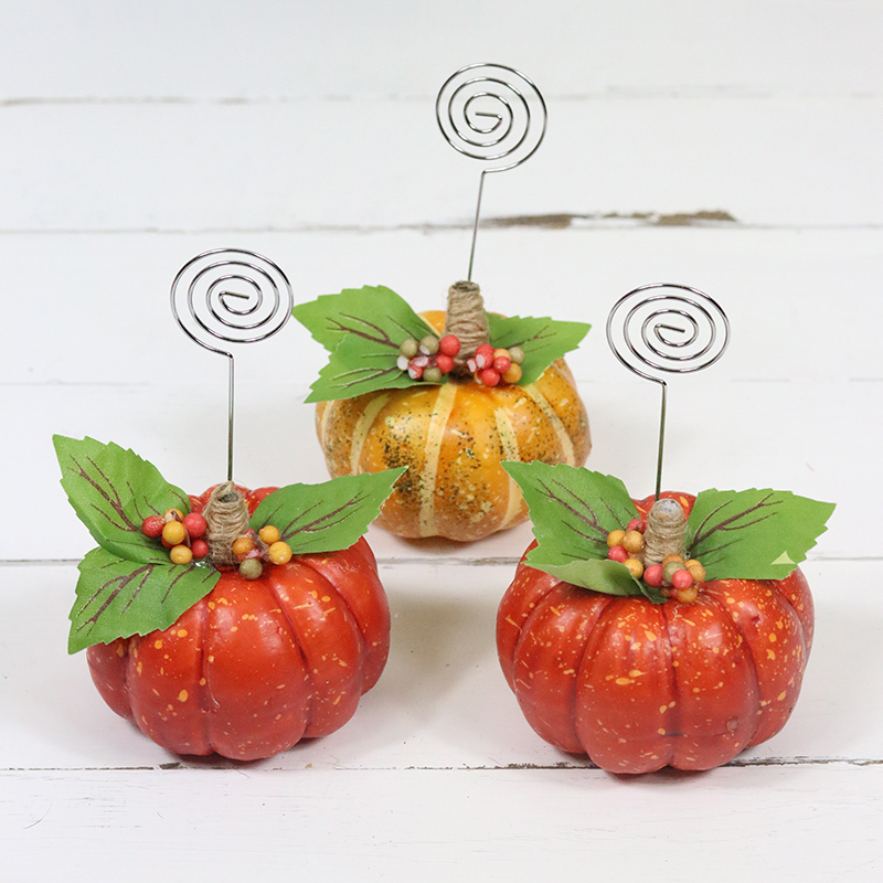 The Holiday Season is upon us so I know you will enjoy these DIY Dollar Store Hack Pumpkin Place Card Holders and the Free Printables are included.
