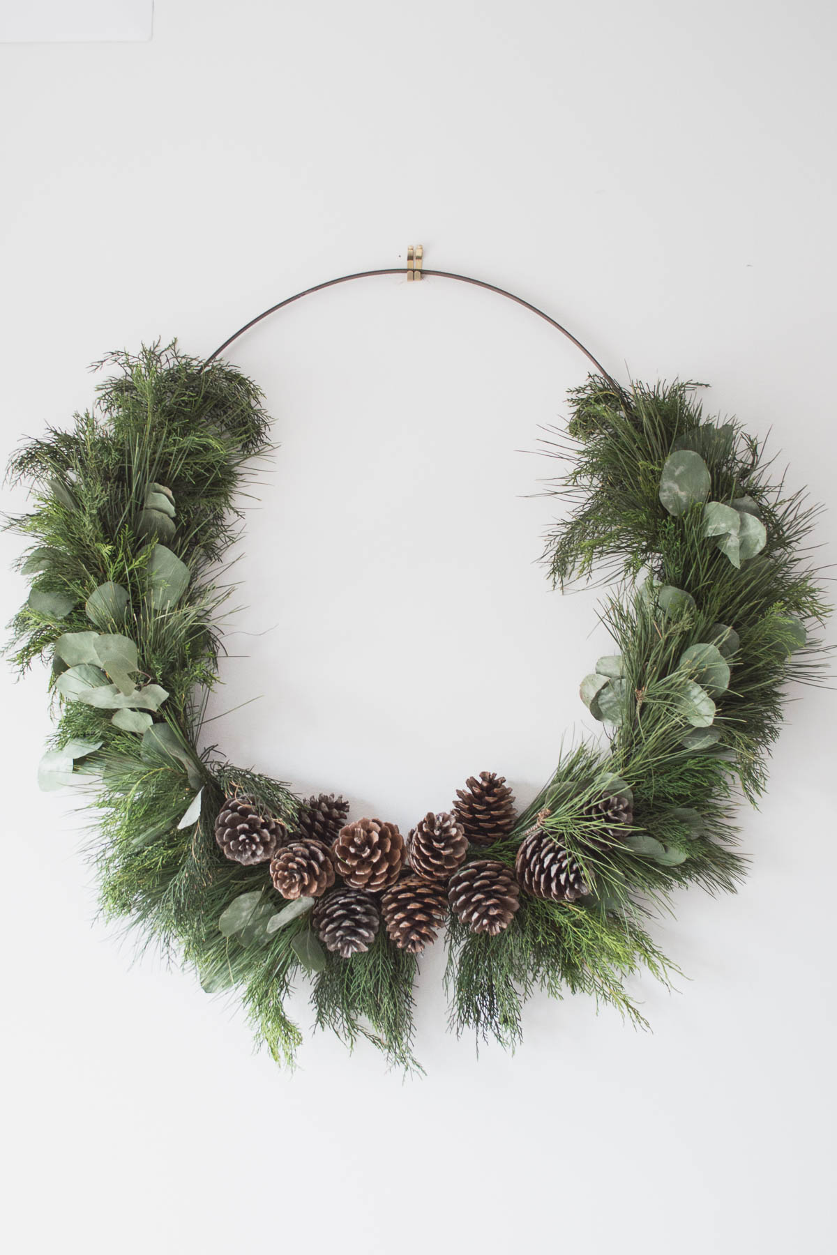 Let's explore this fabulous Collection of Perfect DIY Farmhouse Christmas Wreaths. Each one is unique, beautiful and has tons of Farmhouse Charm.