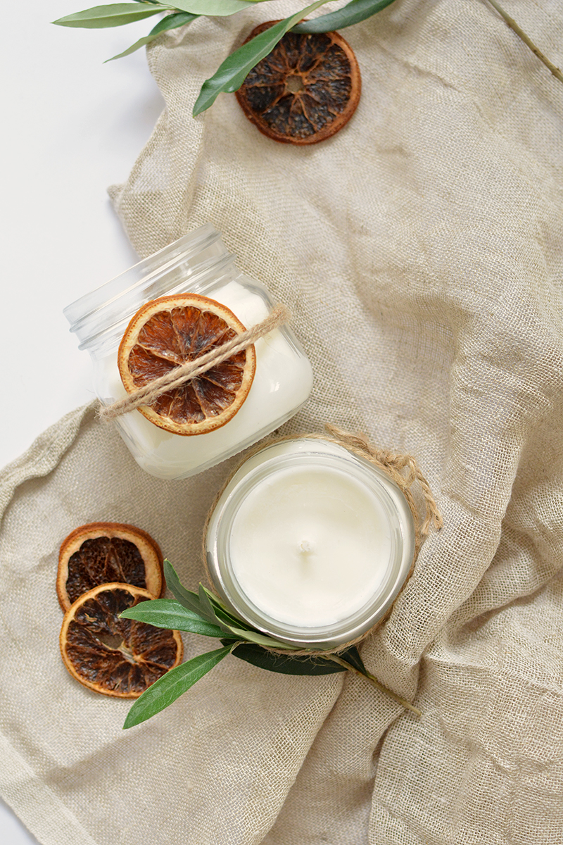 Charming DIY Candles are the Perfect Last Minute Gift. I mean really… who doesn't love a wonderful candle all pretty… glowing and smelling divine!