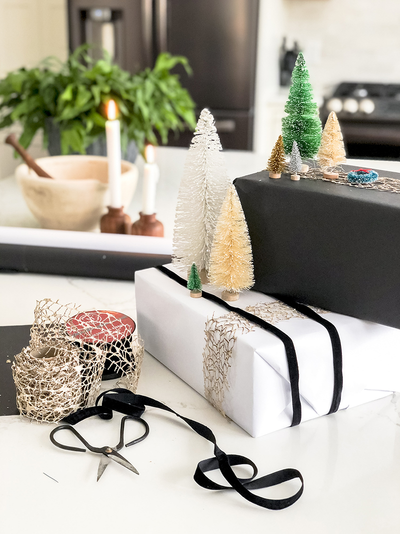 These Quick and Easy Gift Wrapping Ideas will give you some fun ideas for your last minute wrapping! Perfect for Kids from 0-189!